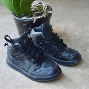 Black Jordan Retro 1's